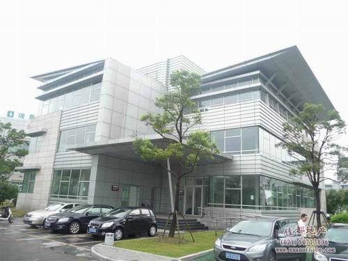 位于张江集成电路产业区首期开发地块内,园区内共80栋独栋商务办公楼.